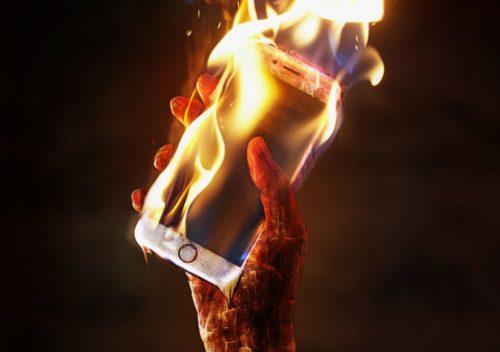 اصلیترین علت داغ شدن شارژر گوشی چه چیزی است؟